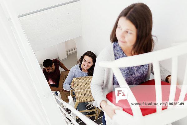 Stufe hoch oben Freundschaft lächeln halten Bewegung Eigentumswohnung Möbel neues Zuhause Stufe,hoch,oben,Freundschaft,lächeln,halten,Bewegung,Eigentumswohnung,Möbel,neues Zuhause