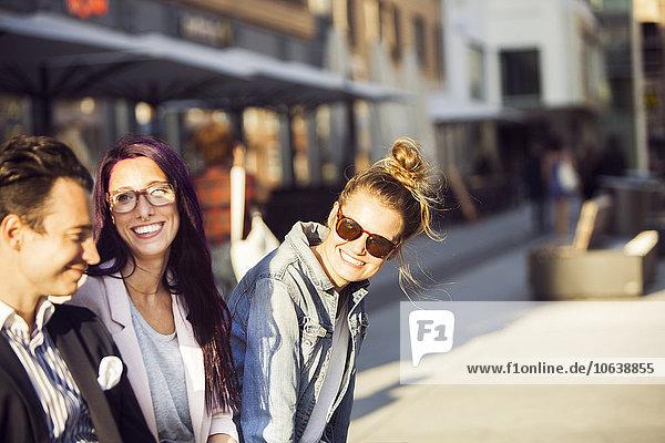 Außenaufnahme Freundschaft Zeit Geld ausgeben Zeit verbringen freie Natur