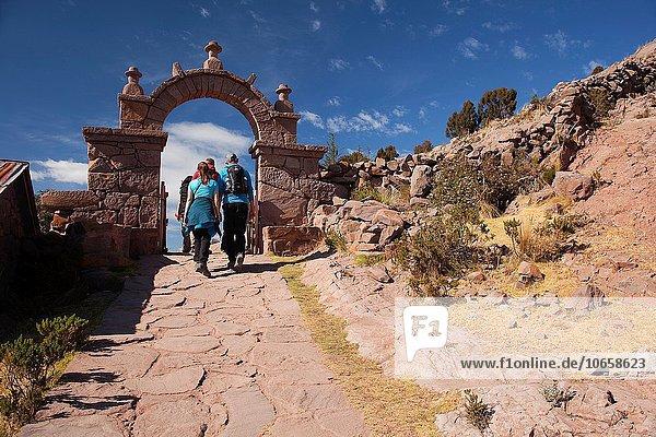 Stufe hoch oben passen gehen geben Tourist Eingang Taquile Peru Südamerika