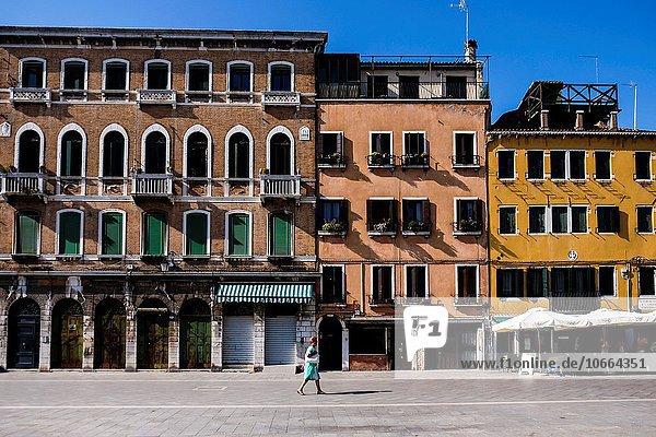 Europa Frau gehen Straße Italien Venedig