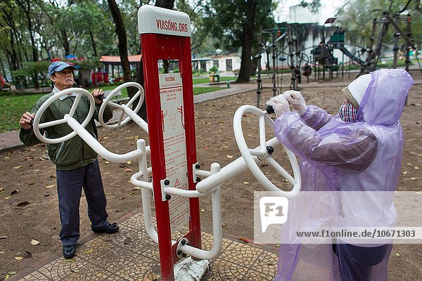 Hanoi Hauptstadt Mensch Menschen üben Senior Senioren