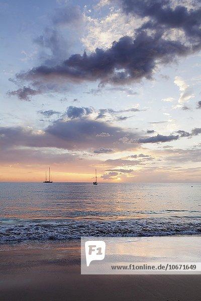 Sonnenuntergang am Meer  Playa de las Vistas  Los Cristianos  Teneriffa  Kanarische Inseln  Spanien  Europa