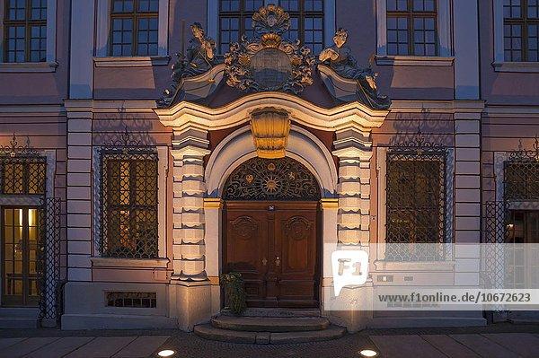Barockes Eingangsportal  ehemalige Börse  Skulpturen der Justitia und Göttin der Klugheit  heute Hotel  Untermarkt  Görlitz  Oberlausitz  Sachsen  Deutschland  Europa