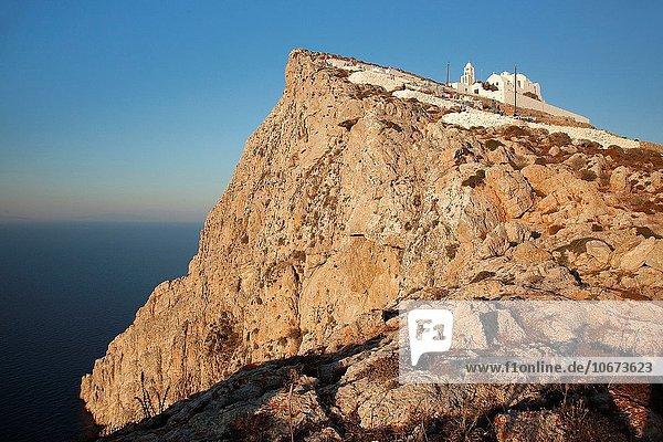 Europa Steilküste Kirche Kykladen Griechenland Griechische Inseln