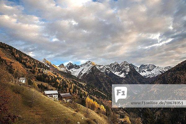 Berglandschaft im Herbst  Wolkenstimmung  Kaunerberg  Kaunergrat  Kaunertal  Tirol  Österreich  Europa