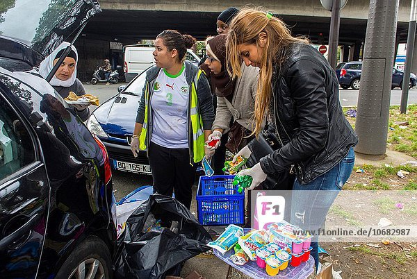 Hafen Paris Hauptstadt Jugendlicher Frankreich Lebensmittel camping Heiligtum bringen Freiwilliger Syrien