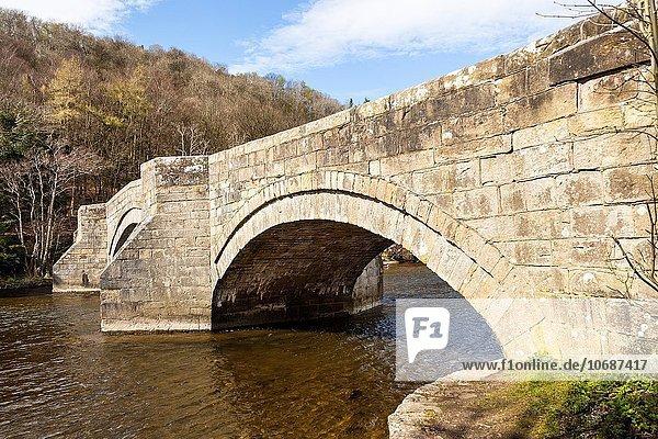 überqueren Brücke Fluss Cumbria England Lake District