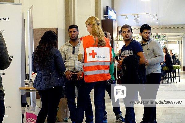 Wasser überqueren Stockholm Hauptstadt Angebot Lebensmittel Hilfe rot Manager Syrien Kreuz