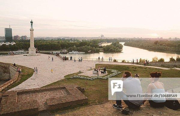 Mensch Menschen Festung Besuch Treffen trifft Serbien