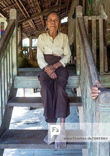 Frau groß großes großer große großen Myanmar alt