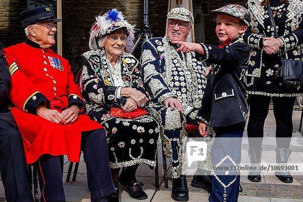 halten Großbritannien London Hauptstadt ernten Kensington and Chelsea Senior Senioren Perle Festival König - Monarchie Queens