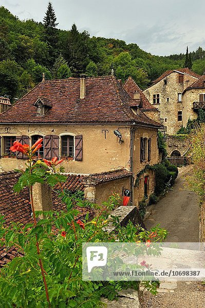 Saint-Cirq-Lapopie  one of the ´´ Plus Beaux Villages de France´´ the most beautiful villages of France  Lot department  region of Midi-Pyrenees  southwest of France  Europe.