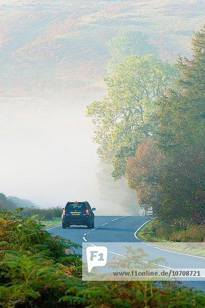 zwischen inmitten mitten hoch oben nahe Morgen Großbritannien fahren Dunst Fernverkehrsstraße vorwärts Builth Wells Powys