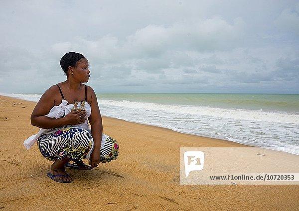 Westafrika tragen Wohnhaus Strand Produktion Zwilling - Person Lifestyle schnitzen Benin
