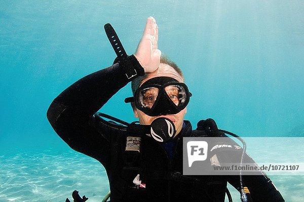 Alarmanlage Unterwasseraufnahme unter Wasser Zeichen nähern Taucher Sprache Gefahr Hai Signal