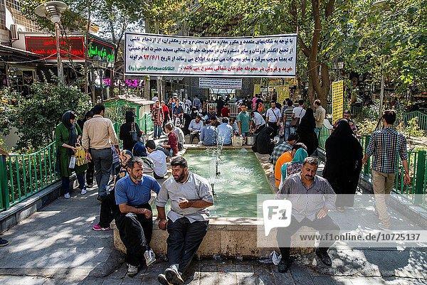 nahe sitzend Mensch Menschen Iran Moschee