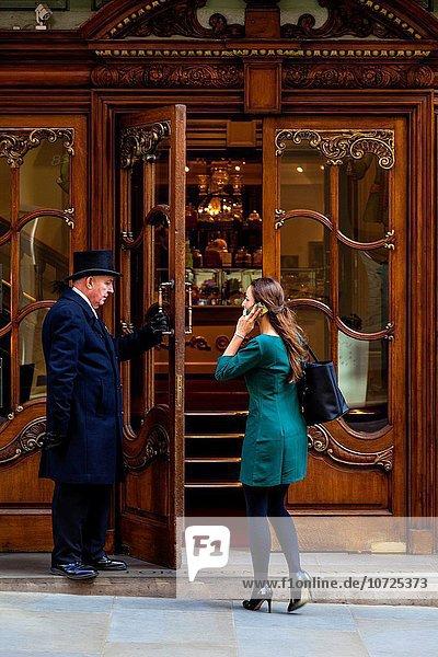 Feuerwehr Eingang offen Großbritannien Tür London Hauptstadt Laden Kunde Maurer Hotelportier