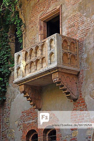 Wohnhaus Balkon Geschichte Italien Verona Innenstadt