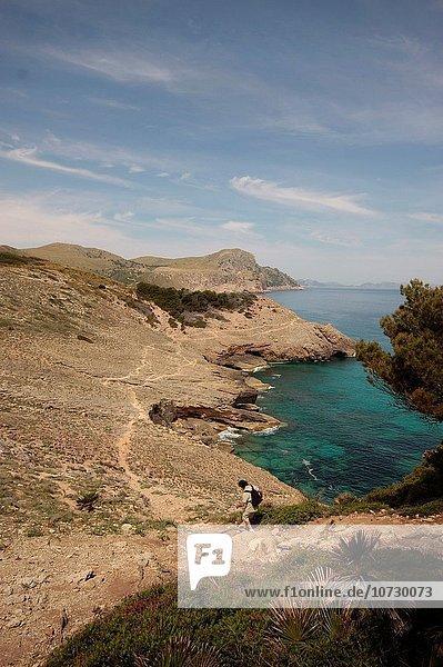 gehen klein Küste Tourist Mallorca Bucht Spanien