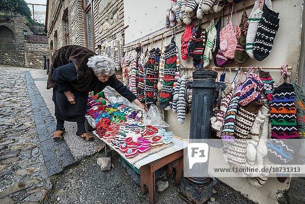 Frau verkaufen Souvenir Strumpf Hausschuh Geographie Kachetien alt Wolle