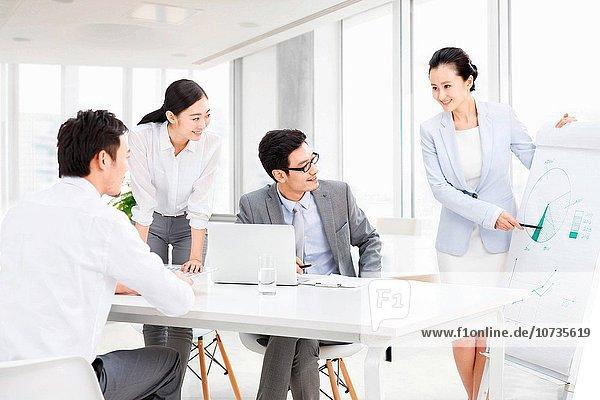 Teamwork Geschäftsbesprechung Zimmer Besuch Treffen trifft Business Konferenz