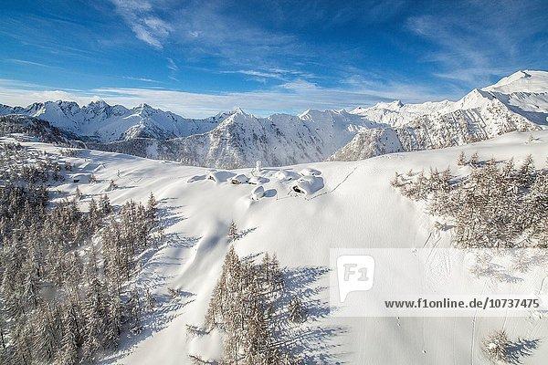 Hütte Europa Berg Tal Chiavenna Glocke Italien Lombardei Schnee unter Wasser