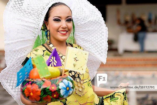 Portrait Frau Tradition Frucht tanzen Tänzer Vielfalt Kultur Mexiko Kostüm - Faschingskostüm Symbol