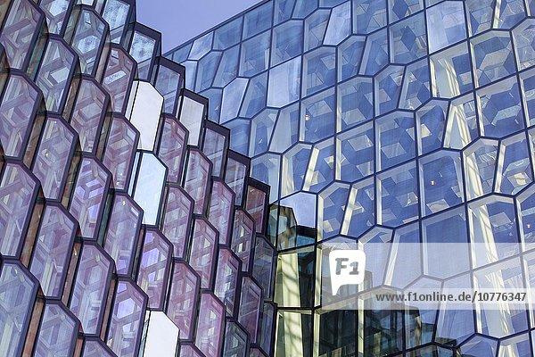 Detail der Fassade  Konzerthaus Harpa  Reykjavik  Südisland  Island  Europa