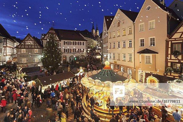 Weihnachtsmarkt an der Hauptstraße  Bad Wimpfen  Baden-Württemberg  Deutschland  Europa