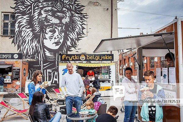 Lebensmittel frontal Kunstwerk Lastkraftwagen Besuch Treffen trifft Krakau Polen