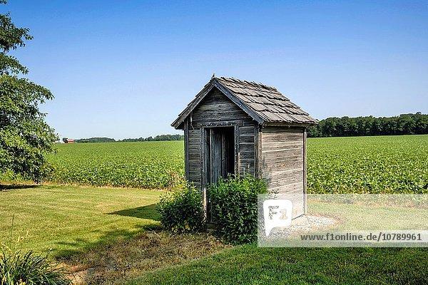 Außenaufnahme Wohnhaus Mode alt Toilette