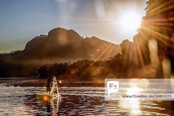 Sonnenuntergang Fluss Süden Asien Fischer Laos