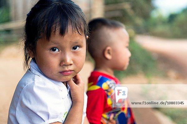 Ländliches Motiv ländliche Motive Portrait klein Dorf Süden Mädchen Asien Laos