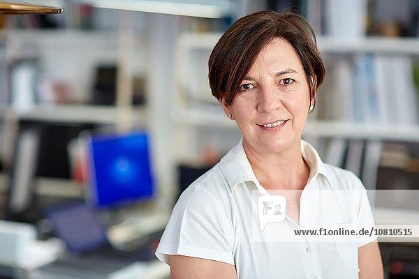 Frau Dekoration Laden Geschäftsführer