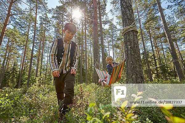 Bruder Kleidung Wald Retro 2 jung spielen