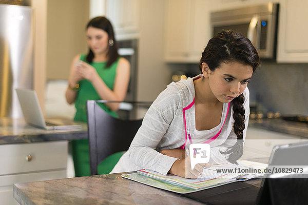 mischen Mädchen Hausaufgabe Mixed