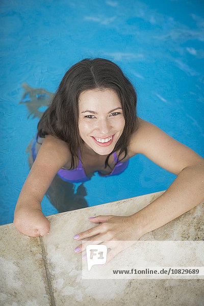 Frau mischen schwimmen Amputiert Mixed