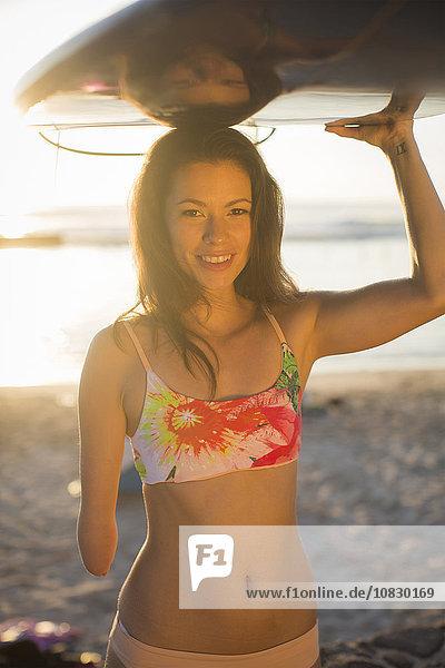 tragen Strand Surfboard mischen Amputiert Mixed