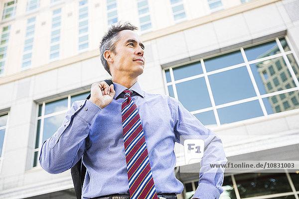 Außenaufnahme stehend Geschäftsmann mischen Mixed freie Natur