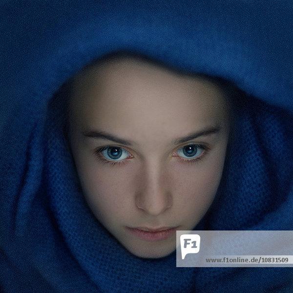 Jugendlicher Europäer Schal Verpackung Mädchen umwickelt Jugendlicher,Europäer,Schal,Verpackung,Mädchen,umwickelt