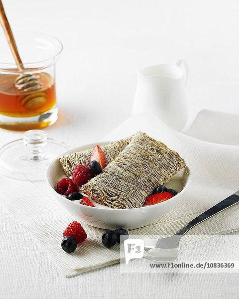 Weizenkissen mit Beeren  Milch und Honig