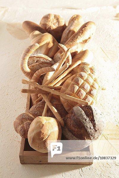 Brotstilleben mit verschiedenen Backwaren