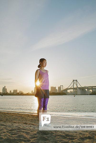 Frau strecken jung japanisch