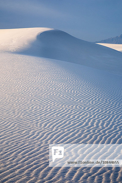 Ruhige weiße Sanddüne  White Sands  New Mexico  Vereinigte Staaten