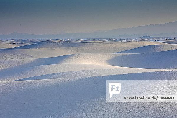 Ruhige weiße Sanddüne  White Sands  New Mexico  USA