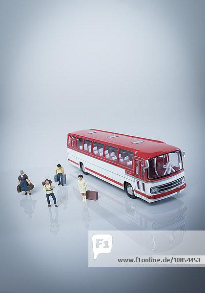 Modell-Autobus mit Passagieren