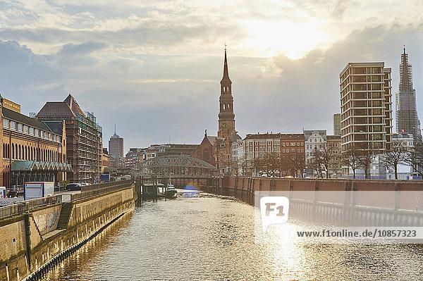 Speicherstadt und St. Katharinenkirche  Hamburg  Deutschland  Europa Speicherstadt und St. Katharinenkirche, Hamburg, Deutschland, Europa