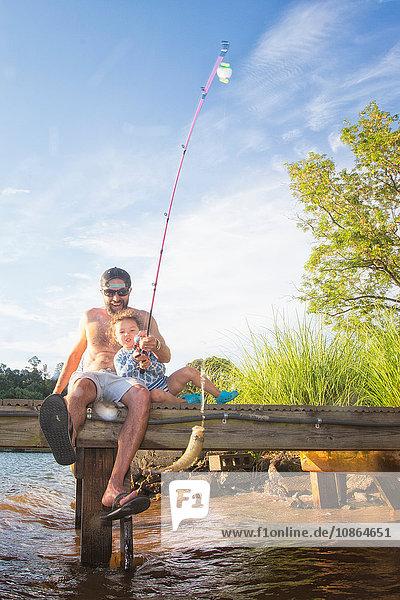 Vater und Tochter beim Fischfang im Lake Jackson  Atlanta  Georgia  USA
