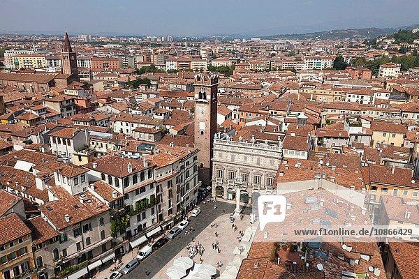 Luftaufnahme von städtischen Dächern