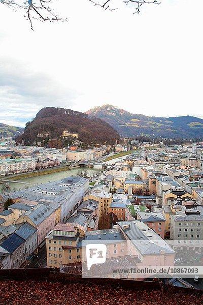 Salzburger Dächer und Gebirge
